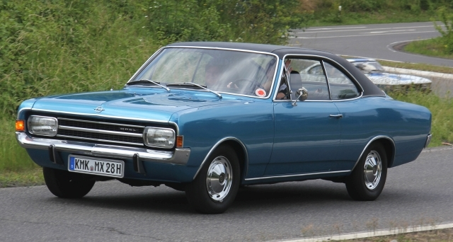 Opel_Rekord_C_Coup%C3%A9_1900_S_Bj._1971_Sp.jpg