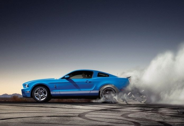 829203_ford-mustang-shelby-gt500-burnout-ford-gt-mobile-wallpapers_2560x1600_h-696x479.jpg