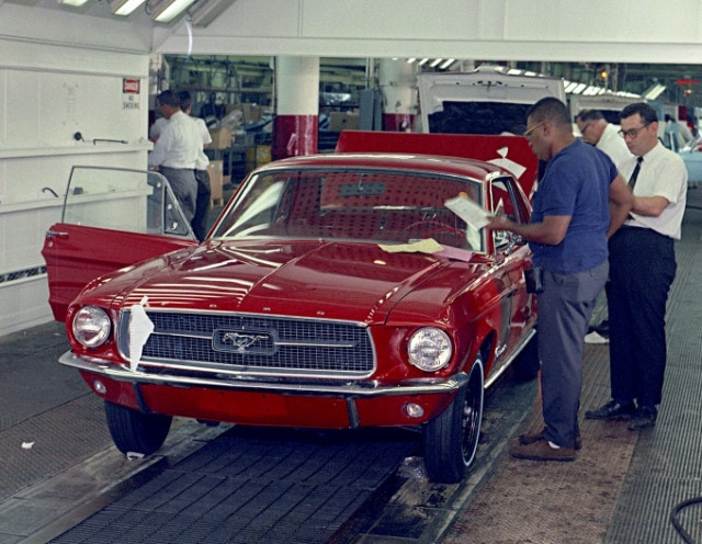 11-1967-Ford-Mustang-on-assembly-line.jpg